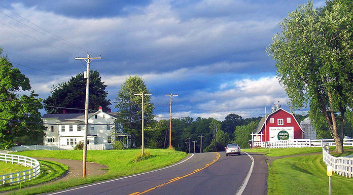Countryside on US 9 north of Red Hook, NY, USA