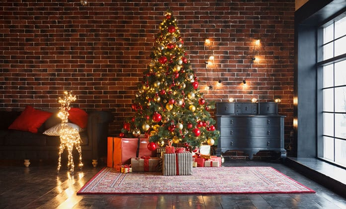Indoor Christmas Decoration with Solar-Powered Led Christmas Lights, Garlands and Balls