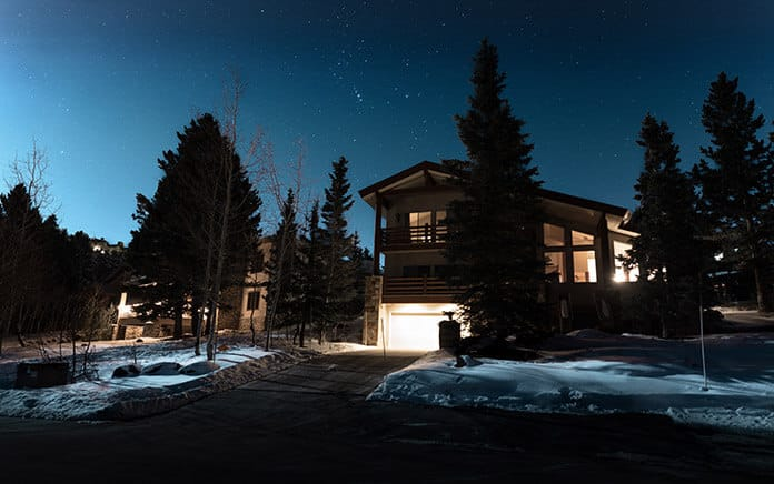 Benefits, Best Designs and the Buy Guide of Solar Driveway Lights