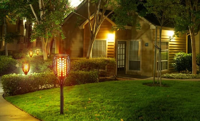 Flickering Solar Power Flame Torches for Driveway Use